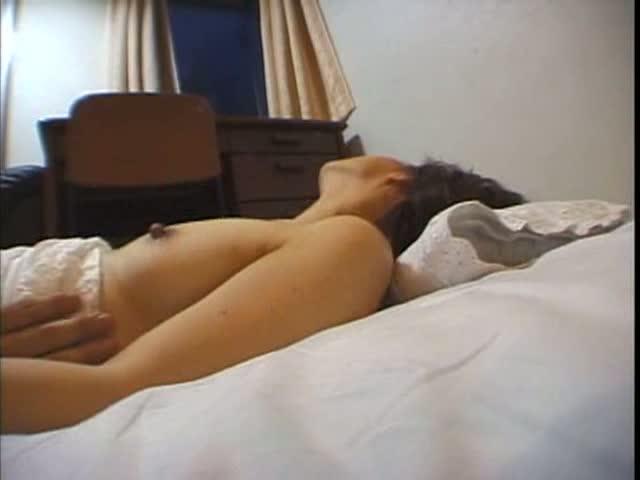 【素人】長さ際立つエロ乳首をもった人妻とハメ撮りセックス