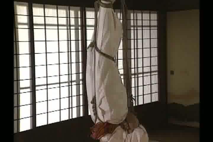 【細川百合子】緊縛され、マンコ丸出しのまま天井から吊り下げられ続ける女性・・・・・・!